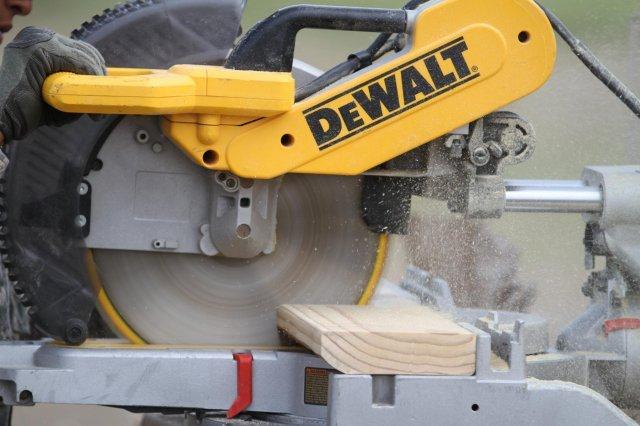 sliding miter saw